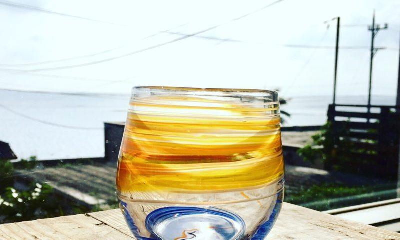 太陽と海のグラス、吹きガラス体験にて。