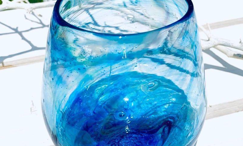 吹きガラス体験。青色たる型グラス。
